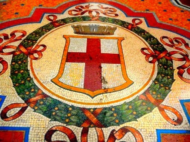 Milano: mosaico in Galleria