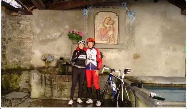 Simona e Monica al lavatoio di Ravellino (Colle Brianza) (Lc)